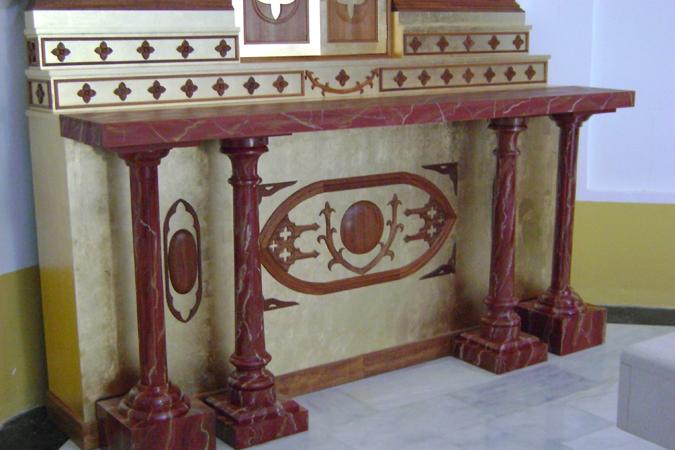 Detalle marmolizado en altar