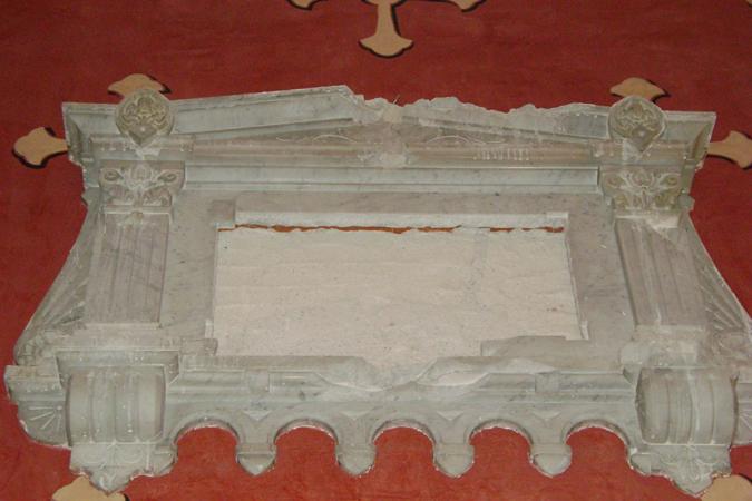 Lapida-antes-de-su-restauración
