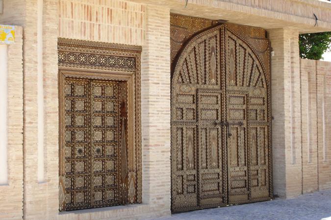 Puertas con incrustaciones en hueso
